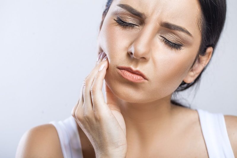 https://howtocure.com/home-remedies-for-killing-exposed-nerve-in-tooth/