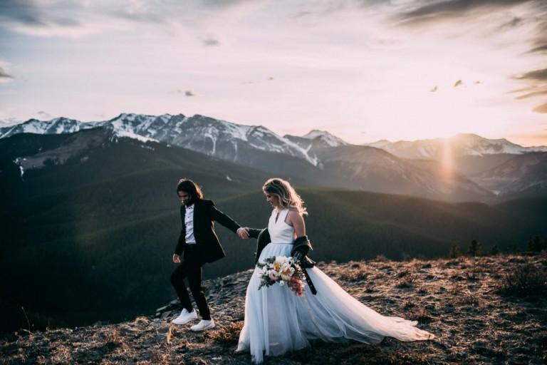 https://janerosephotography.ca/wp-content/uploads/2019/06/SUNDRE-MOUNTAIN-TOP-ELOPEMENT2-MAY-20198-1024x683.jpg