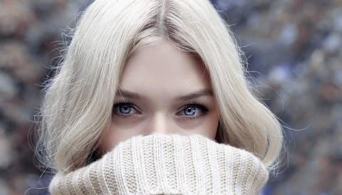 https://pixabay.com/photos/winters-woman-look-blond-1919143/