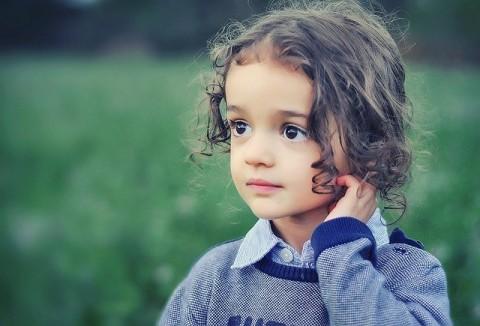 https://pixabay.com/photos/child-model-girl-beauty-portrait-807547/