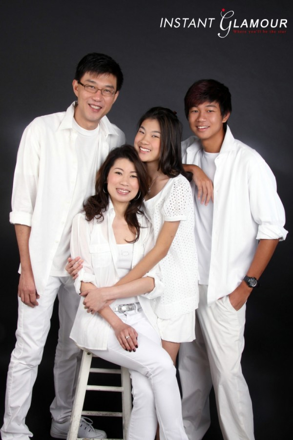 corporate headshot, professional headshot, family photo, family photoshoot, family portrait, corporate photo, corporate photoshoot, professional photo, photo studio, photo studio singapore, photograph