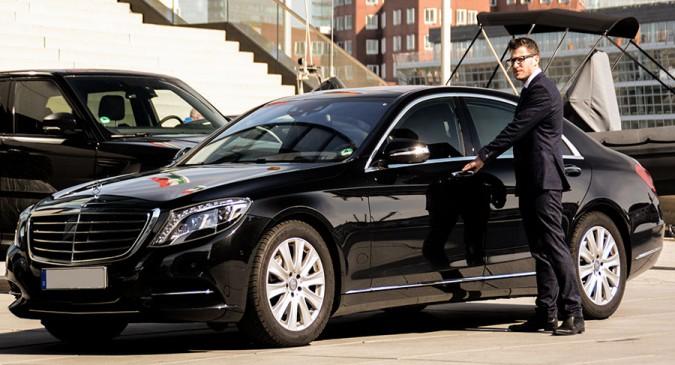 https://www.motorswar.com/wp-content/uploads/2020/07/chauffeur-cars-in-Australia.jpg