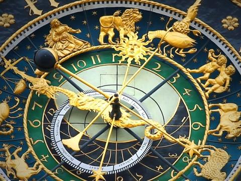 https://pixabay.com/photos/astronomical-clock-clock-time-408306/